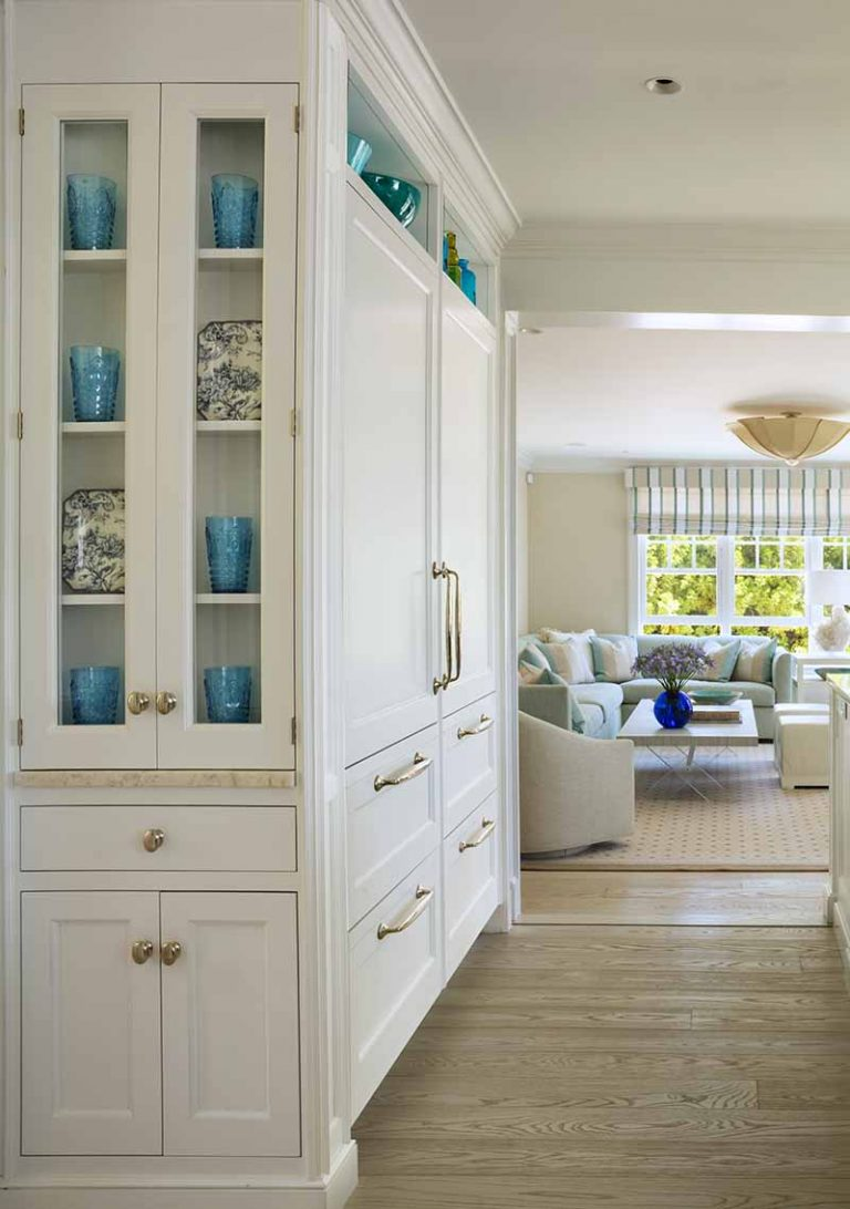 East Hampton, Long Island architect, classical, traditional, transitional interiors, neoclassical, renovation, hardwood floors, cabinet paneled refrigerator